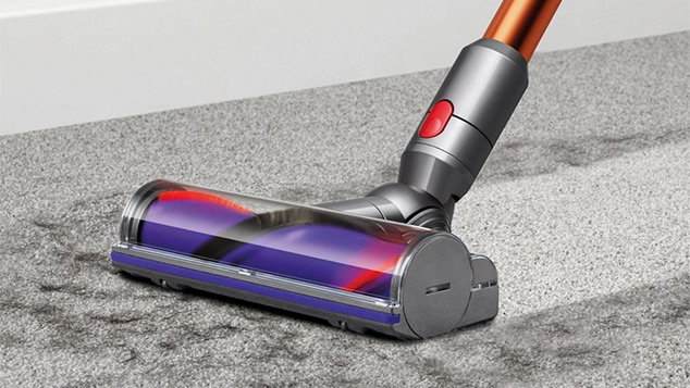 Cleaning carpet with the Dyson V10 Absolute - Cordless Cyclone Vacuum