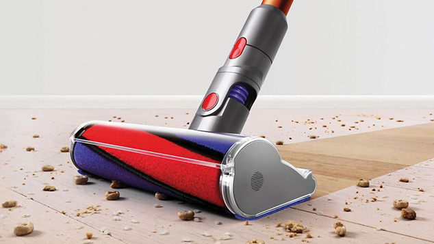 Cleaning wood floor with Dyson Cyclone V10 Absolute - Cordless Vacuum